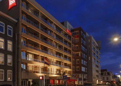 ibis hotel den haag scheveningen buitenaanzicht 's nachts